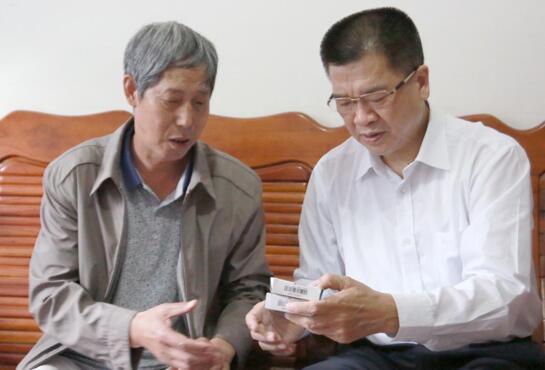郑洪主席慰问统景职业中学叶春伦老师